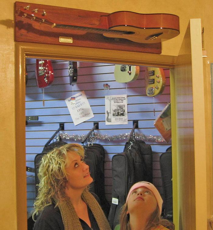 guitdoorbell music store