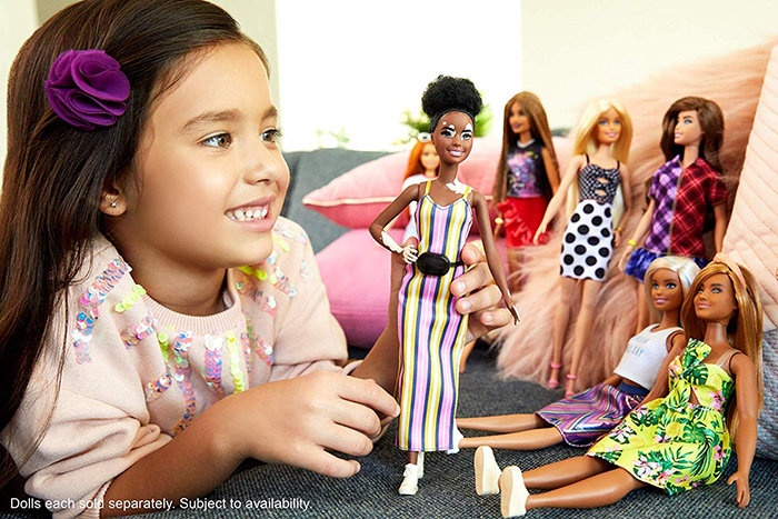 little girl plays with vitiligo barbie and the rest of the Fashionistas dolls