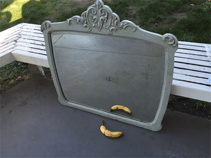 people trying to sell mirrors banana
