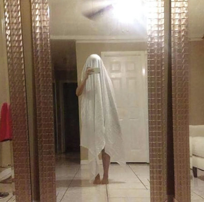 people trying to sell mirrors ghost