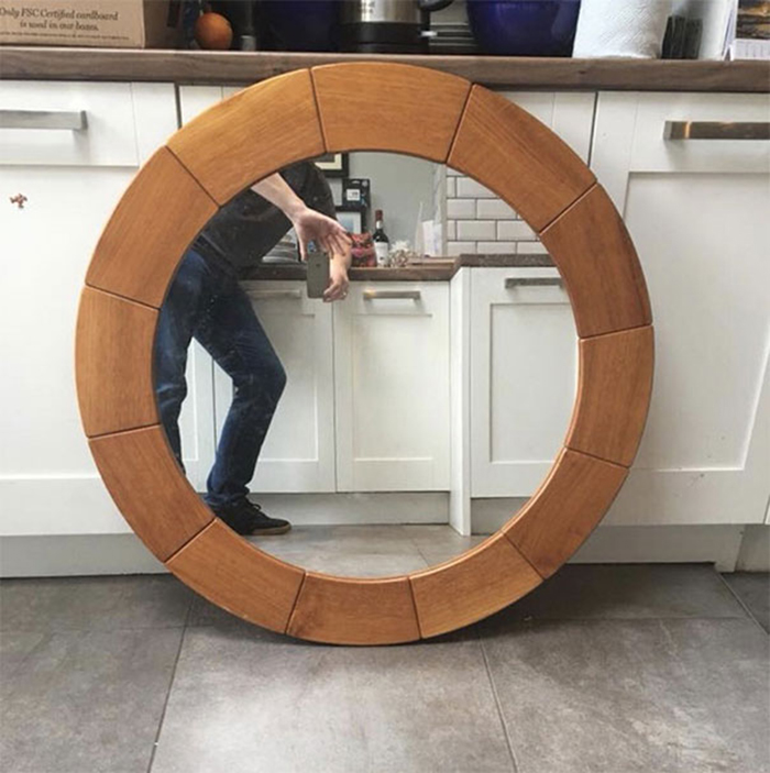 people trying to sell mirrors round frame