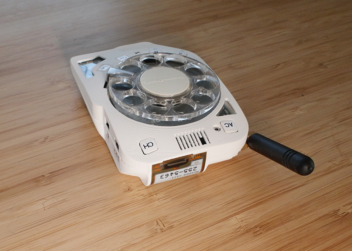 rotary cellphone with retro dial