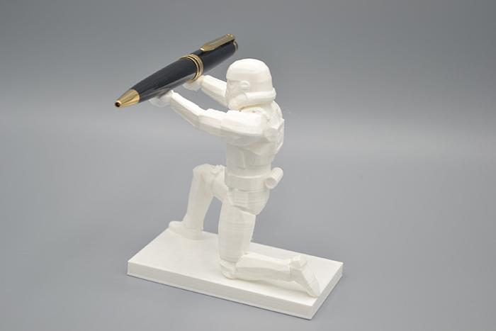 stormtrooper desk accessory kneeling