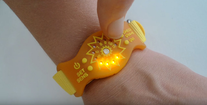 wearable ultraviolet ray monitoring device gauge