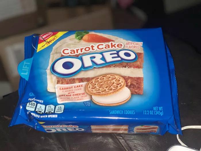 carrot cake oreos pack