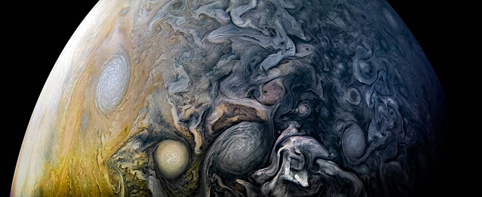 Intricate Clouds of the Gas Giant Planet