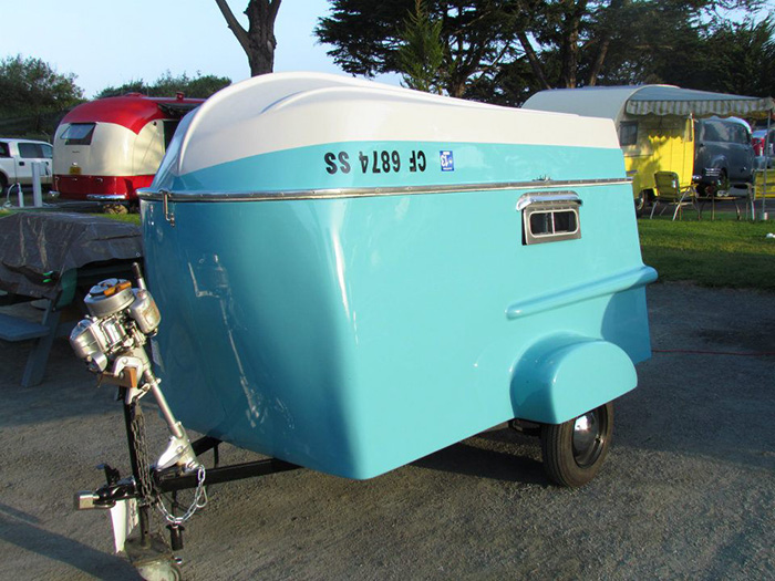 Retro Camper with Boat Roof Spidennis