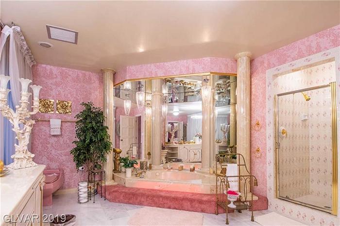 girard henderson bunker bathroom
