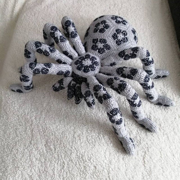 gray and black giant spider