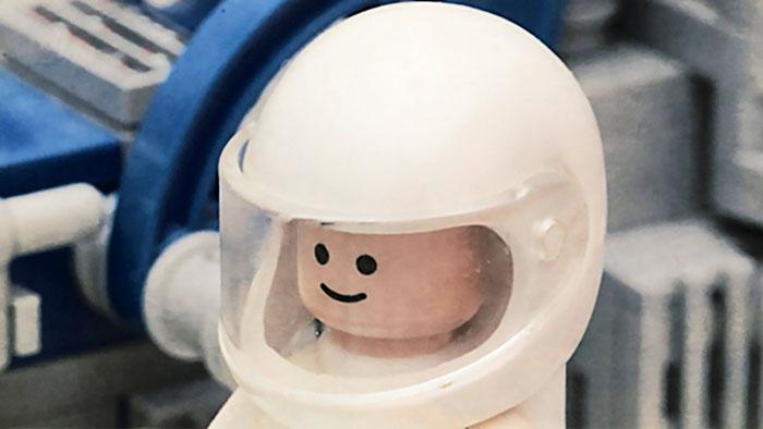 white lego helmet