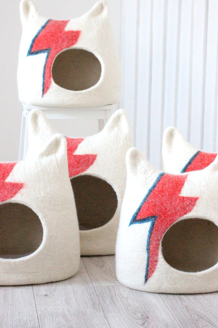 ziggy stardust-inspired cat bed lightning bolt