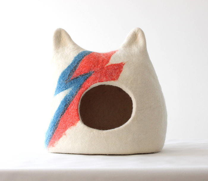 ziggy stardust-inspired cat bed