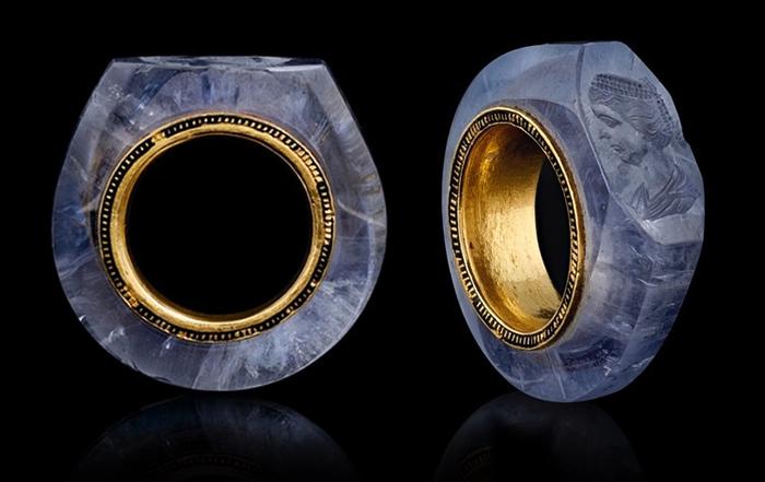 caligula sapphire ring