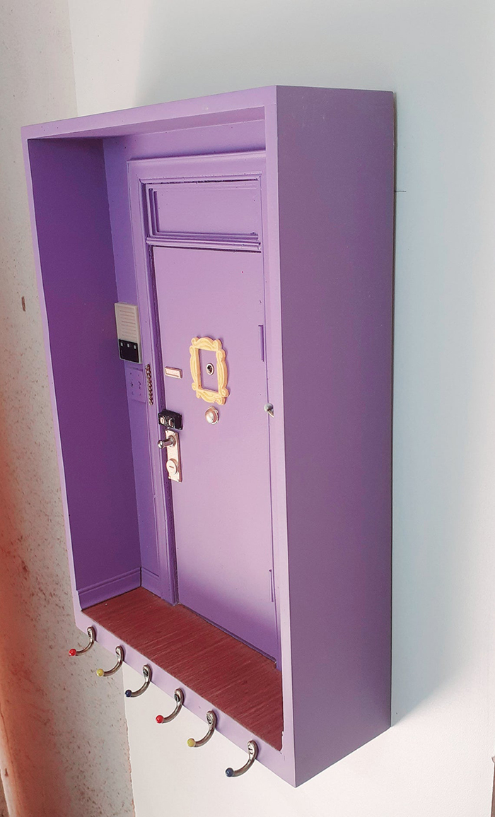 friends door scale replica wall key holder detail
