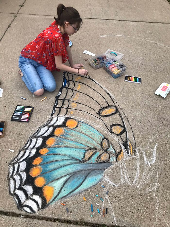 mother daughter create 3d chalk art