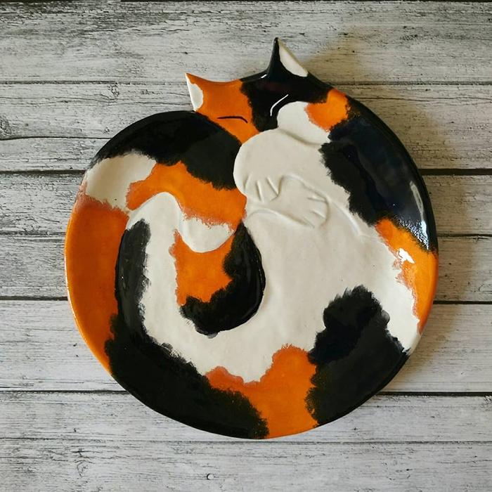 Ceramic Cat Plate White Orange Black