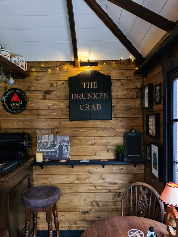 the drunken crab interior sign