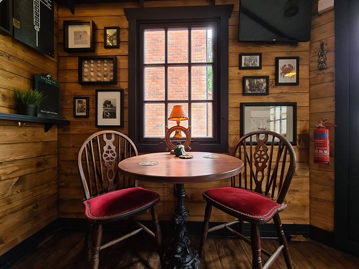 the drunken crab interior table set