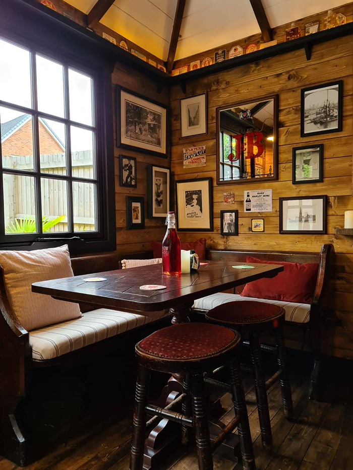 wigan couple mini pub interior table chairs