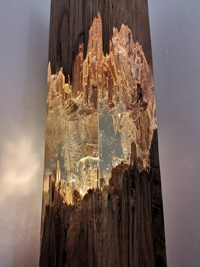 Decor Light Made of Wood and Resin