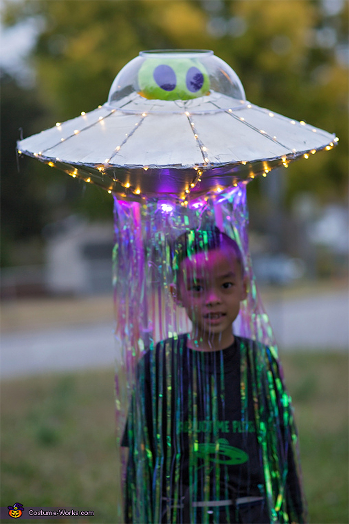 abducted by alien halloween idea