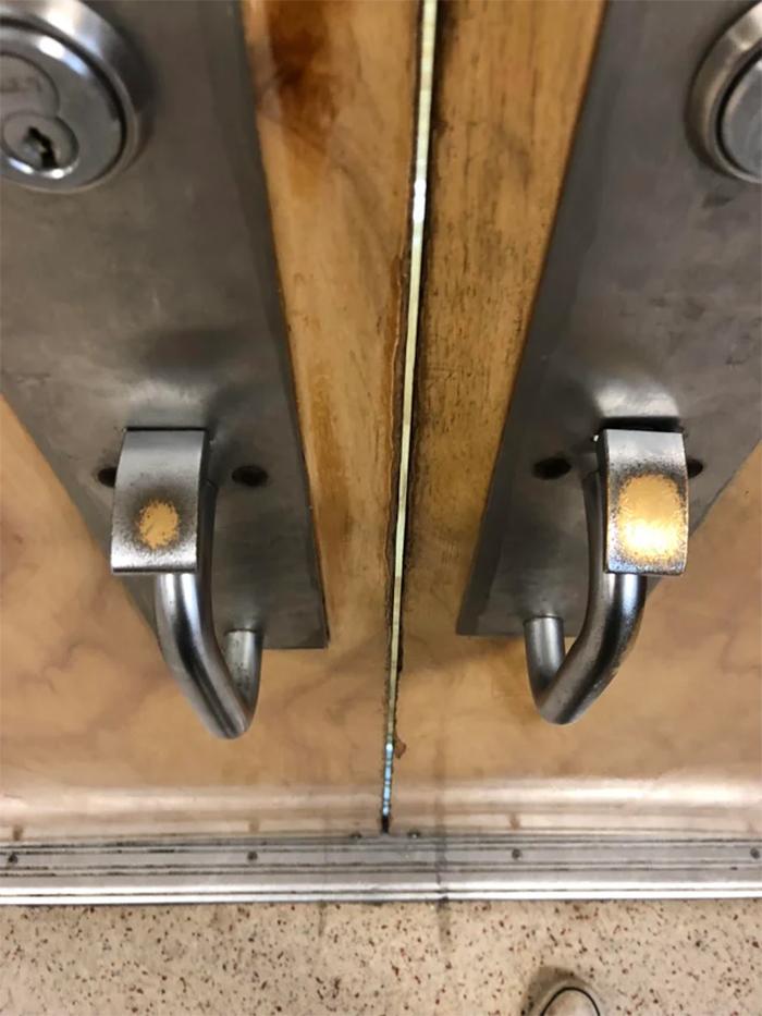 comparison images door knob right-handed vs left-handed