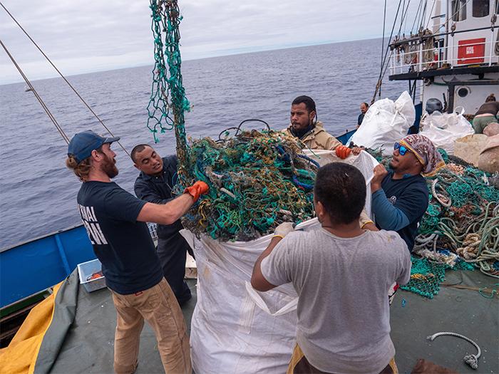 hawaiian crew ocean plastic cleanup