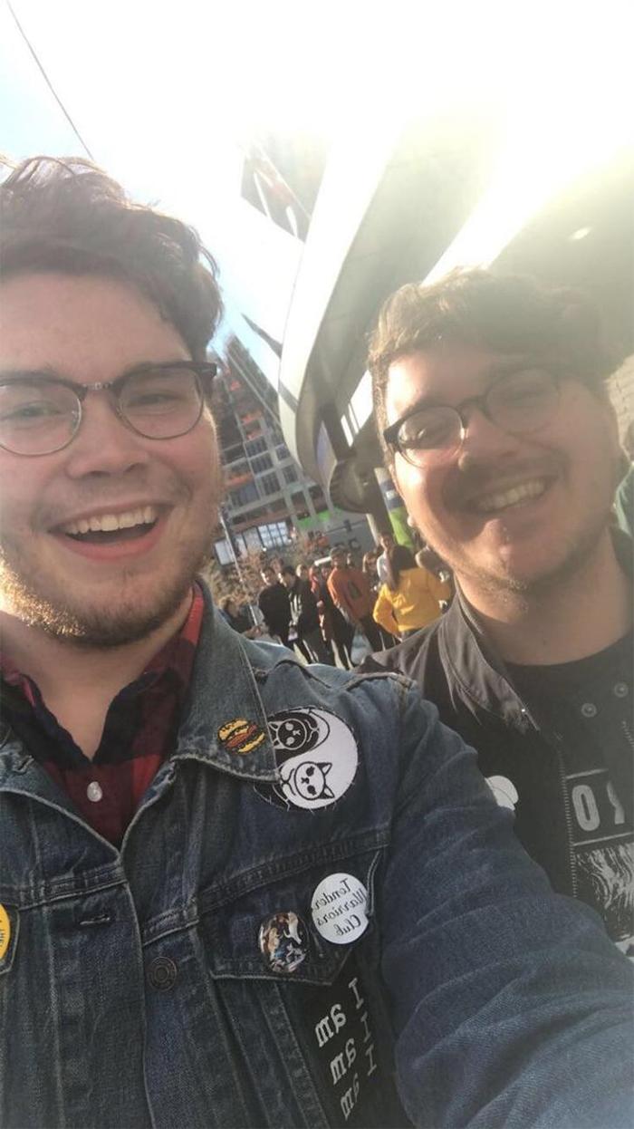 my friend met his lookalike while standing in line