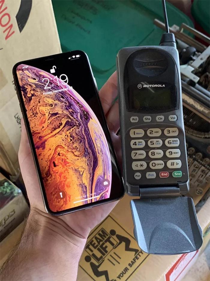 old phone vs modern smartphone
