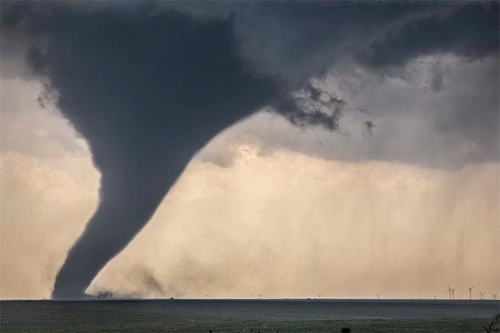 tornado size compared to wind turbines