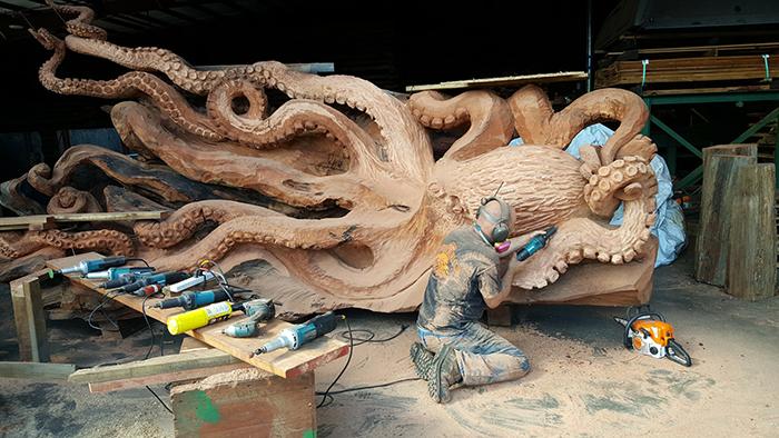 artist jeffrey michael samudosky working sea creature sculpture