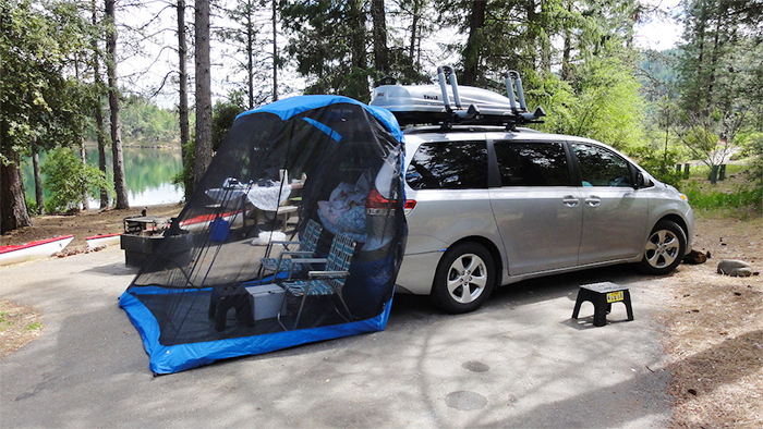 tent attaches to upward-lifting tailgate