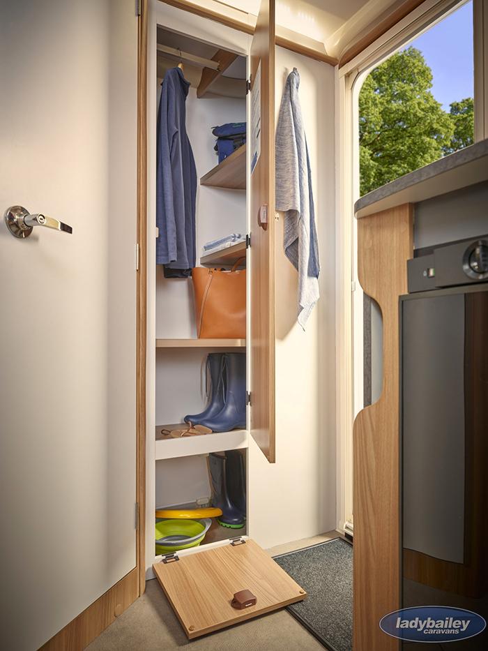 bailey discovery d4-2 camper trailer closet