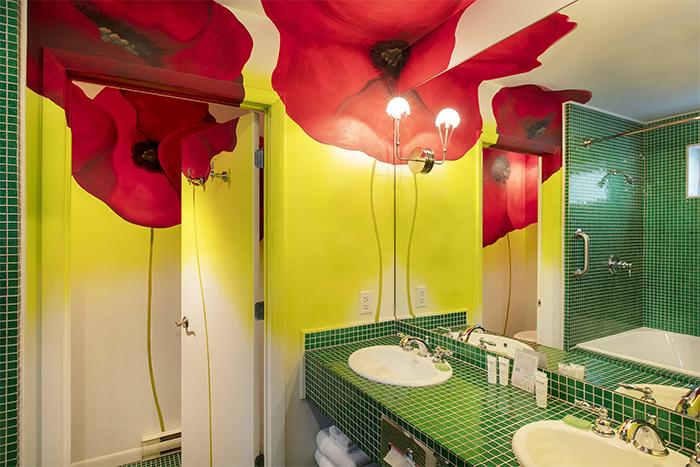 the roxbury motel emerald city bathroom