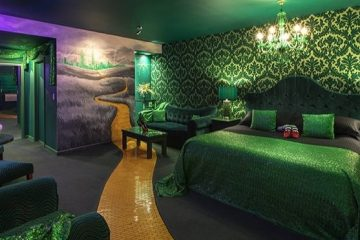 wizard of oz-themed hotel room