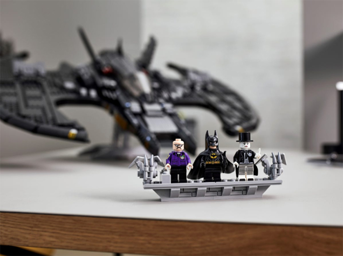 batman aircraft model construction kit with minifigures