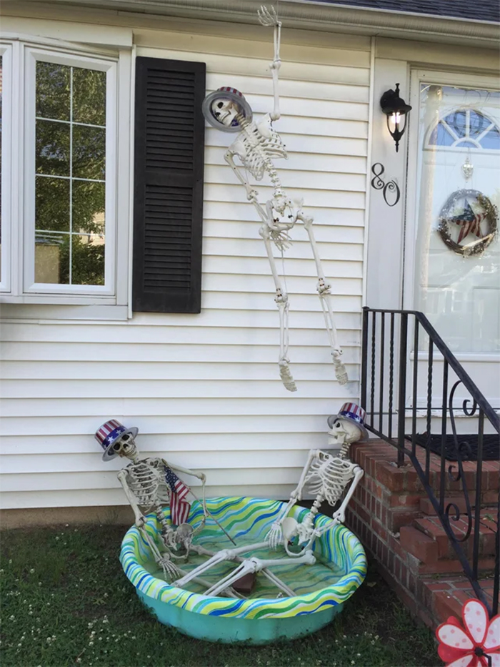 funny neighbours halloween decors in season