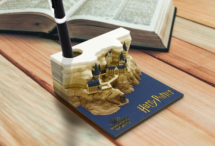 hogwarts castle memo pad with pen holder