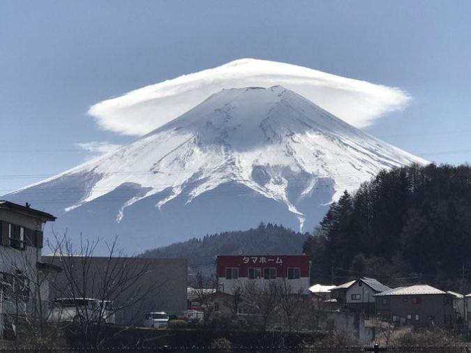 lenticular-clouds-over-mt-fuji-interesting-things-jpba1352