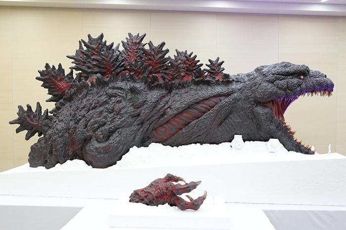 nijigen no mori theme park kaiju attraction scale model