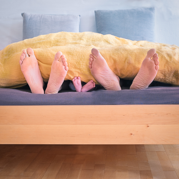 simon-berger-unsplash-family sleeps with feet sticking out of the sheets