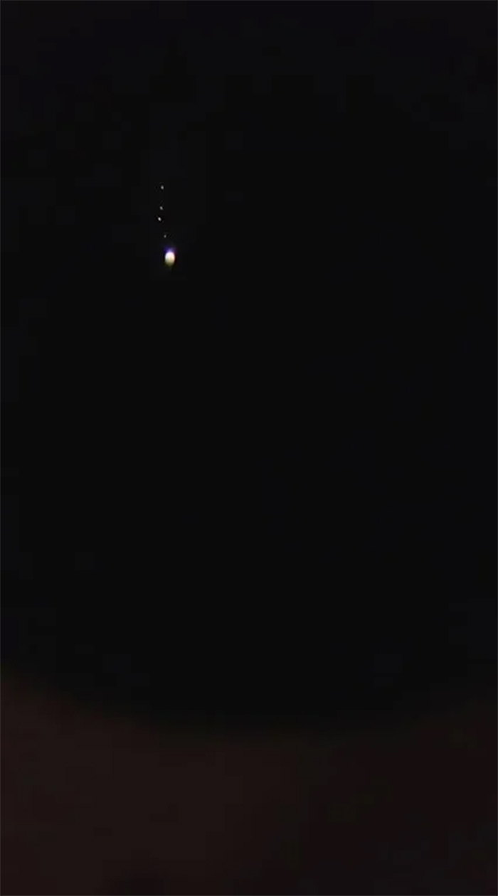 toy telescope shows jupiter and moons