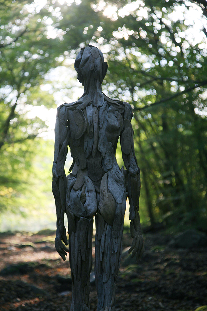 wooden human-like figures back view