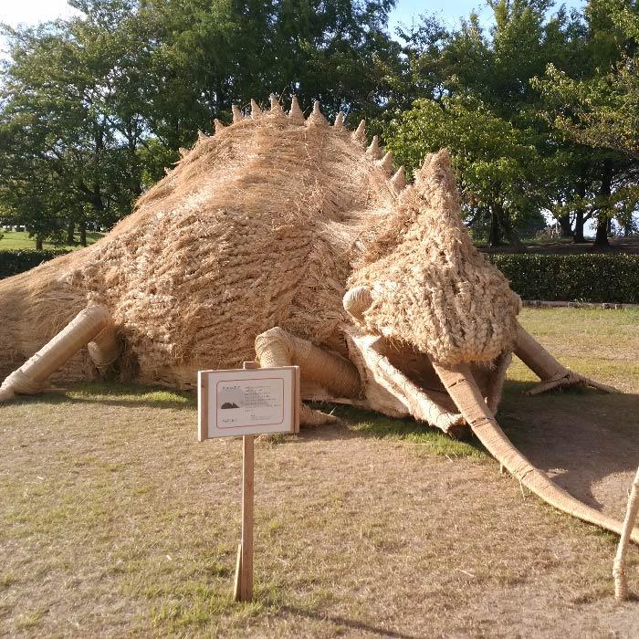 japan wara art festival straw sculptures chameleion