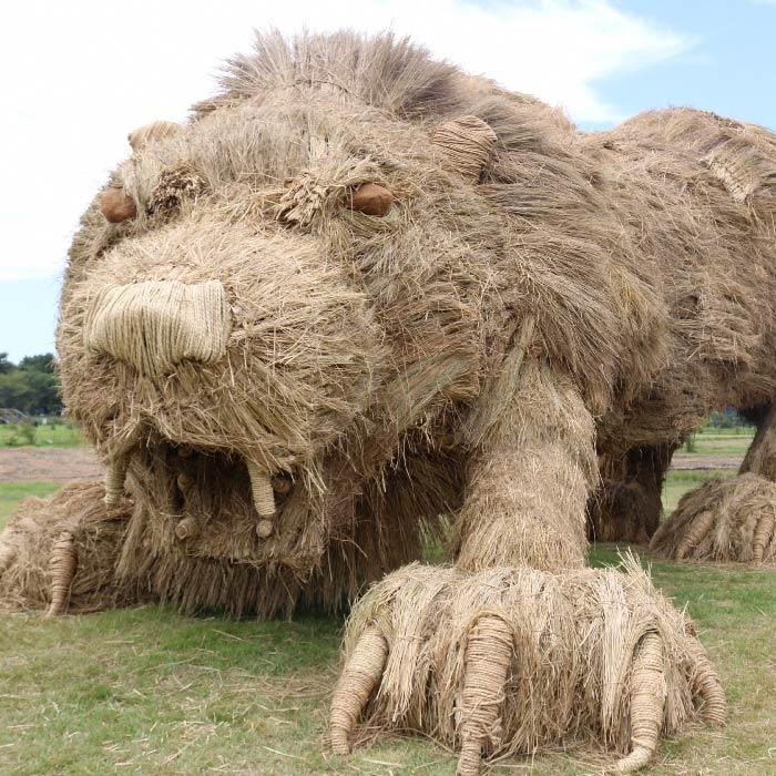 japan wara art festival straw sculptures lion