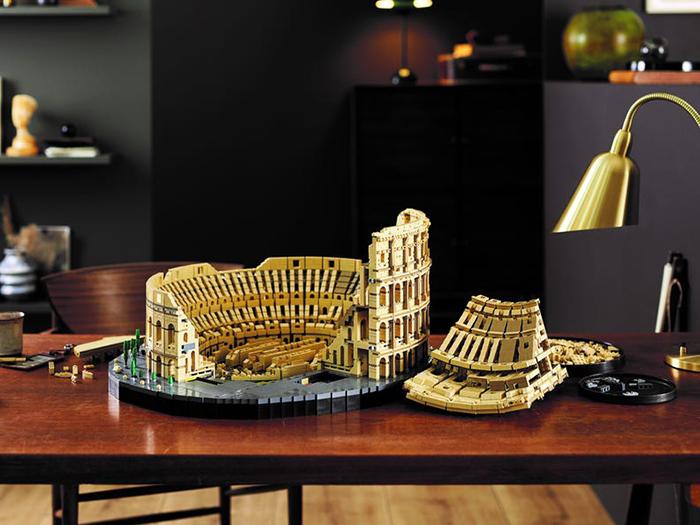 roman ampitheater brick toy table display