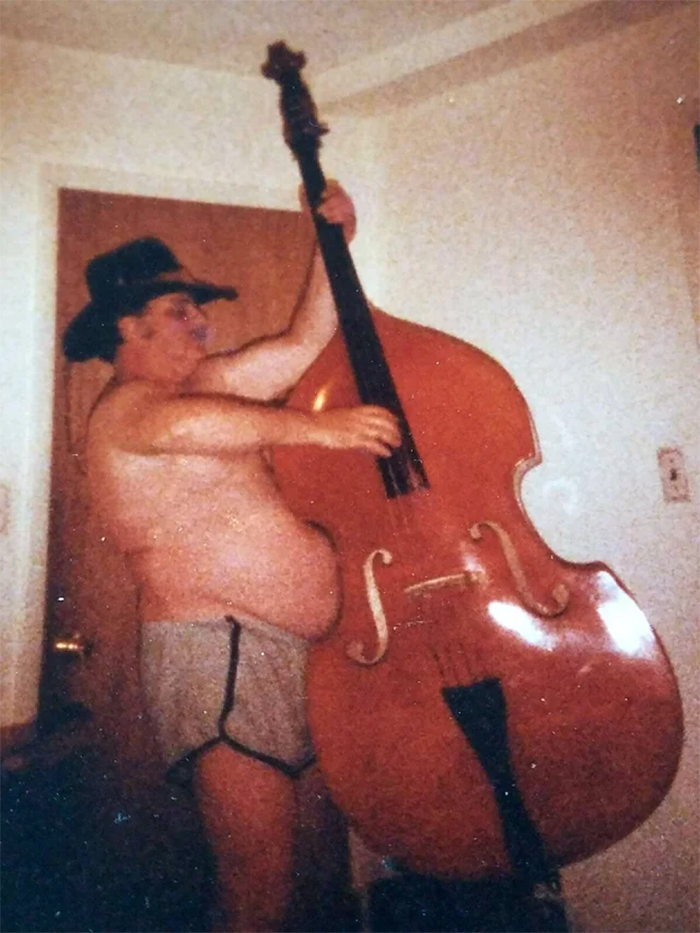 belly fits into standup bass