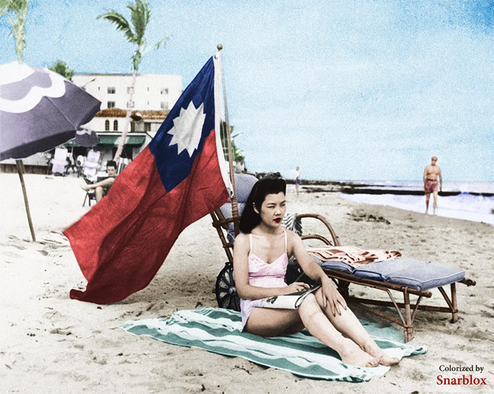 chinese woman sunbathes in miami with china flag