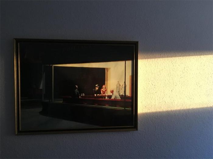 nighthawks painting fits sunlight ray