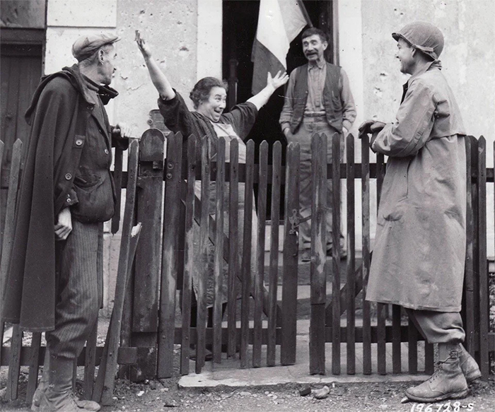 rare photos french woman welcomes american soldiers